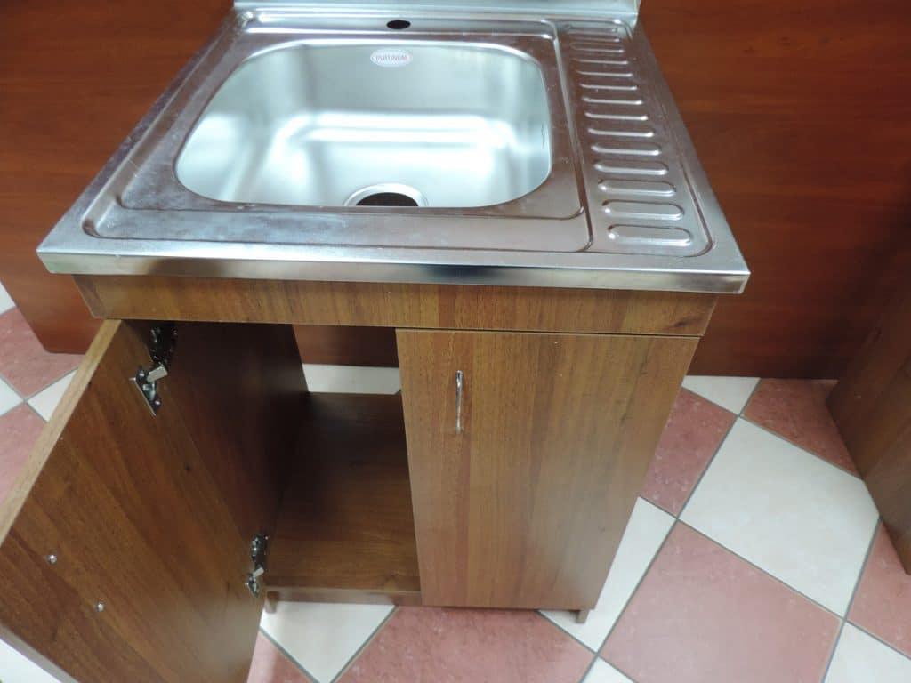 Традиционная кухонная тумба под накладную мойку