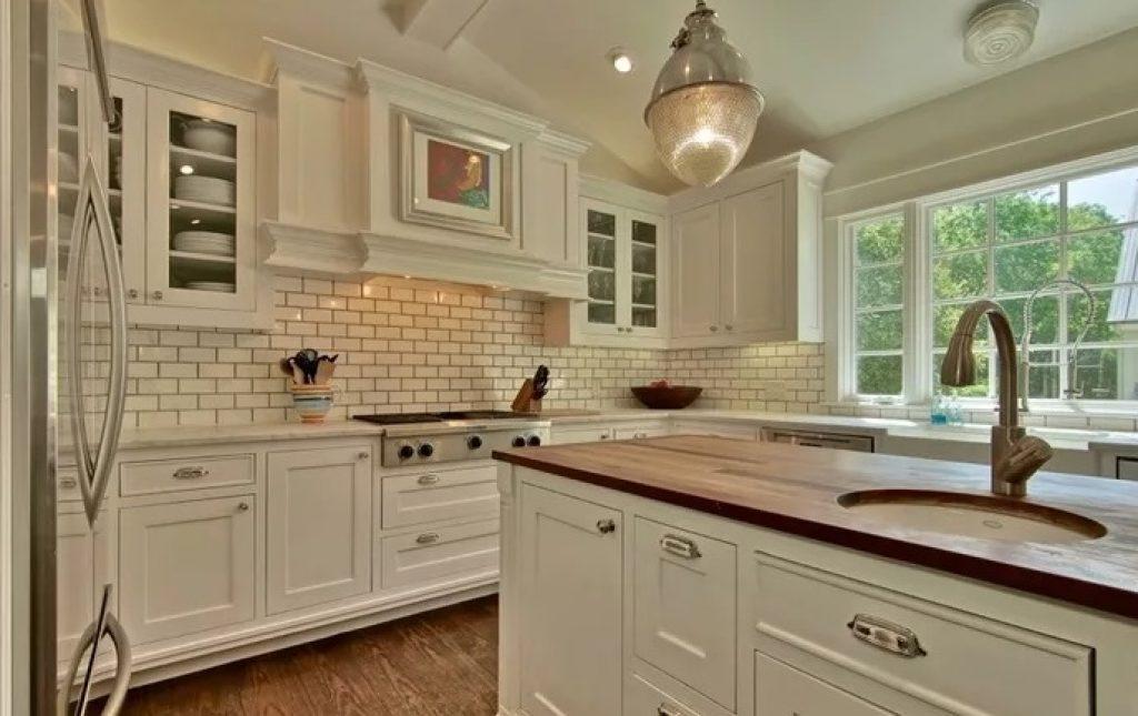 Фартук на кухне в классическом стиле