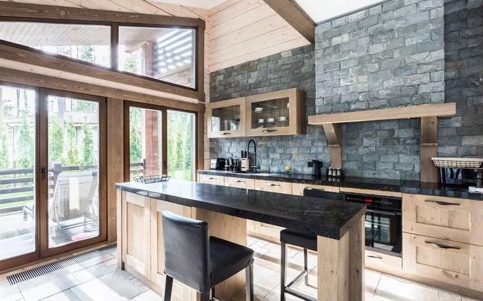 серая кухня - отделка камнем